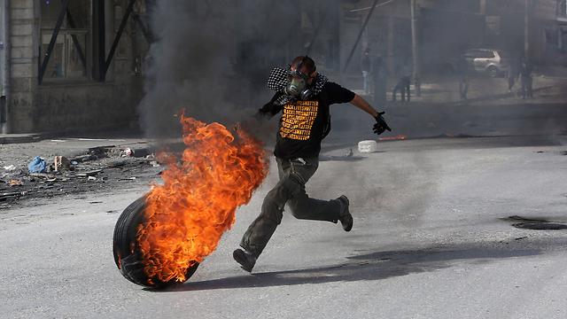 Riots at Qalandiya checkpoint (Photo: AFP)