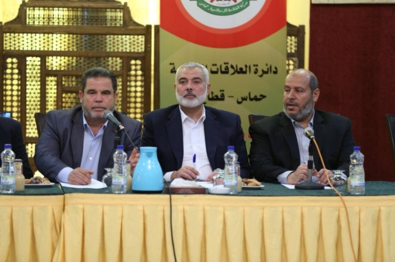 Isma'il Haniyeh (center) calls on Palestinians to join the march at a meeting of heads of the organizations in the Gaza Strip (Palinfo and Hamas Twitter accounts, March 5, 2018).